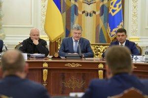 Ukrajinský prezident Petro Porošenko (uprostred).