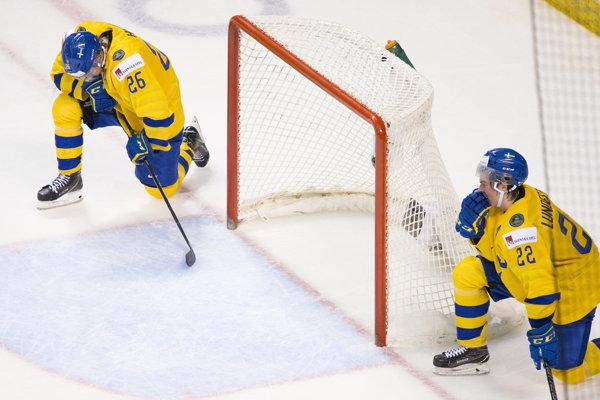 Sklamaní švédski hokejisti po prehre vo štvrťfinále na MS v hokeji do 20 rokov 2019.