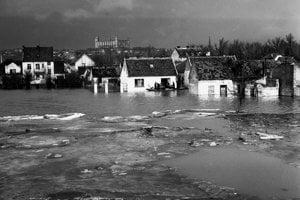 Rozvodnený Dunaj v Bratislave 12.marca 1947 zaplavil aj časť Petržalky.