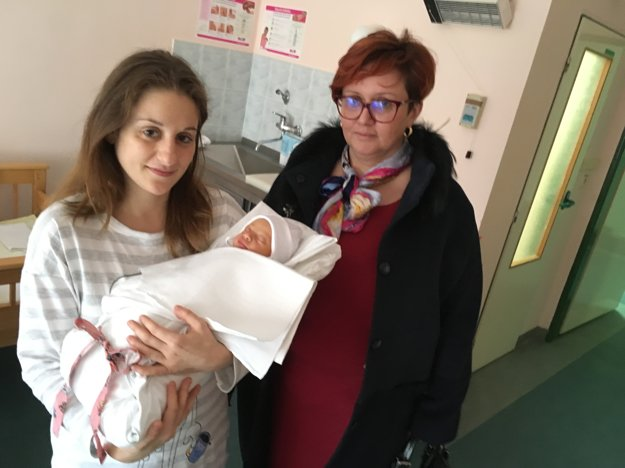 Cyntia so svojou mamou. Novorodencom prišla zablahoželať aj primátorka mesta Alexandra Gieciová.