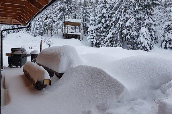 V Oščadnici - Vreščovke je výrazná snehová nádielka, všetky cesty sú však zjazdné a situácia je pod kontrolou.