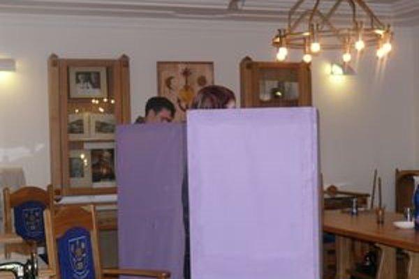 V tomto roku čakajú Slovensko dvoje voľby, v niektorých obciach, napríklad v Hornej Marikovej, aj viackrát.