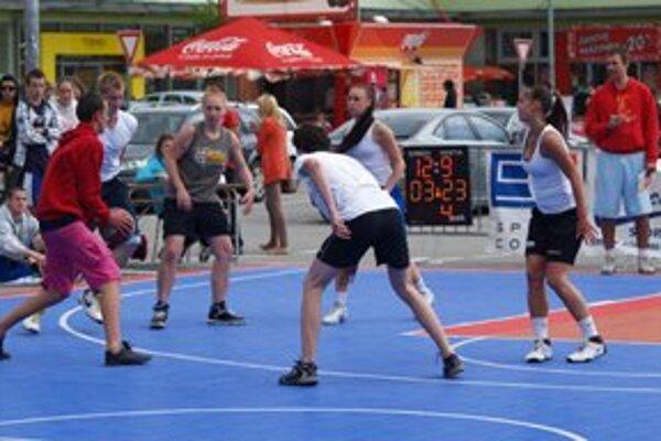 V sobotu sa v Ružomberku na parkovisku pred obchodným centrom na Bystrickej ceste uskutočnil 9. ročník tradičného streetballového turnaja.
