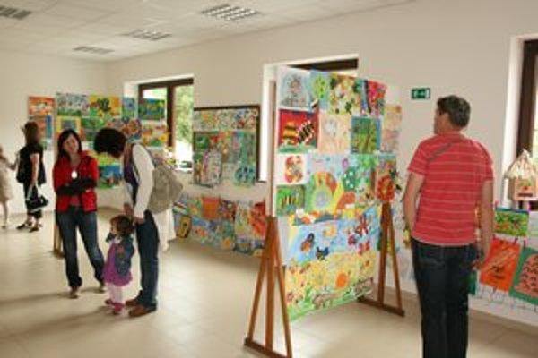 Najlepšie práce v piatich kategóriách vyberala porota, ktorej predsedal akademický maliar Ján Kudlička.