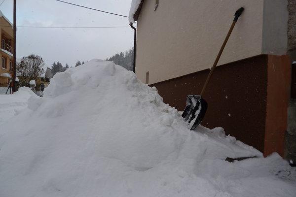Snehu v Žilinskom kraji každým dňom pribúda.