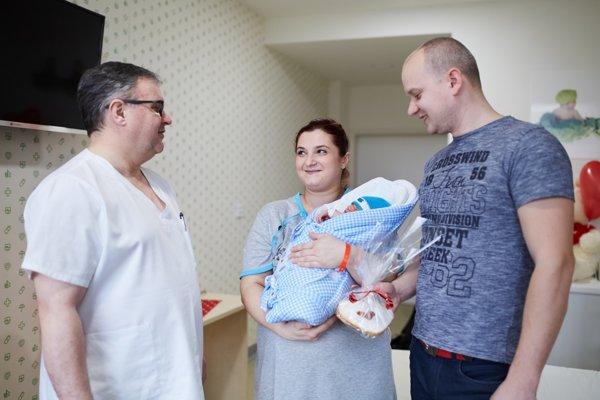 Každá mamička v humenskej pôrodnici dostala vlani na Valentína od primára srdiečko.