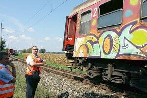 Medzi Levicami a Hornou Sečou sa odtrhla časť vlakovej súpravy.