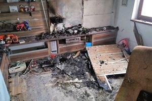 V obývačke vypukol požiar rodinného domu. Zrejme od elektroinštalácie.