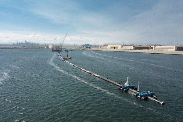 Čistic odpadkov System 001 na mori.