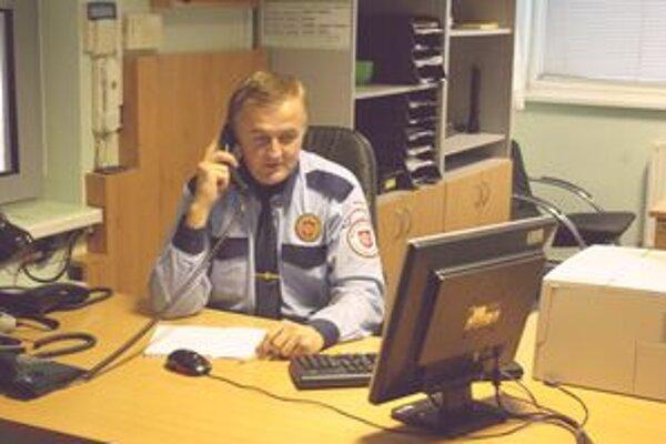 Volania na skrátené číslo mestskej polície už nie sú bezplatné.