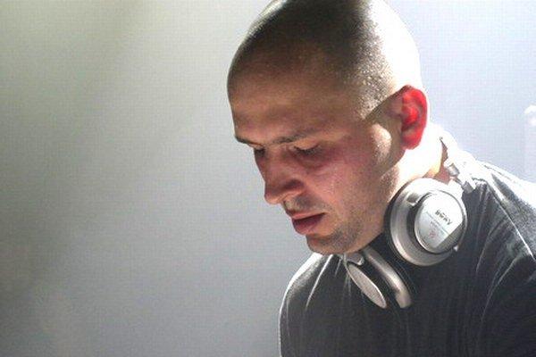 DJ Tlamu spoznali jeho rovesníci ešte za bývalého režimu vo vtedajšom liptovskomikulášskom Klube mládeže. Odvtedy sa vypracoval a absolvoval množstvo hudobných produkcií v kluboch a na festivaloch nielen na celom Slovensku, ale aj v zahraničí.