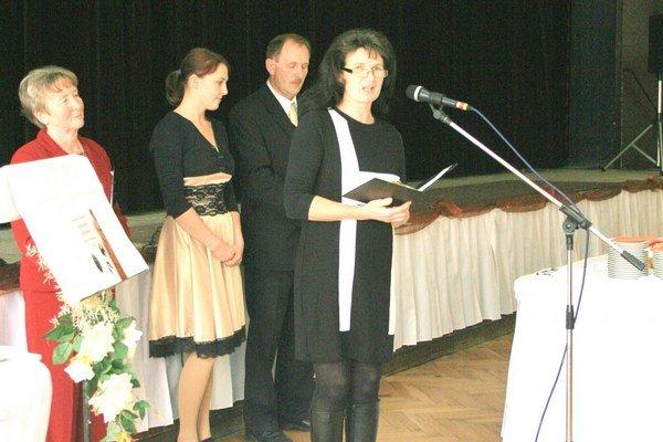 Danka Fiačanová (zľava) Andrea  Štechová, Stanislav Žiška a Eva Ščerbáková pri slávnostnom uvedení knihy.