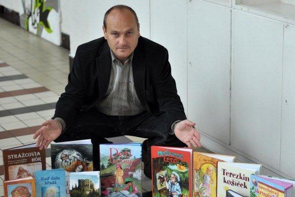 Ružomberský spisovateľ publikuje od roku 2003, v súčasnosti pracuje na šestnástej knihe.