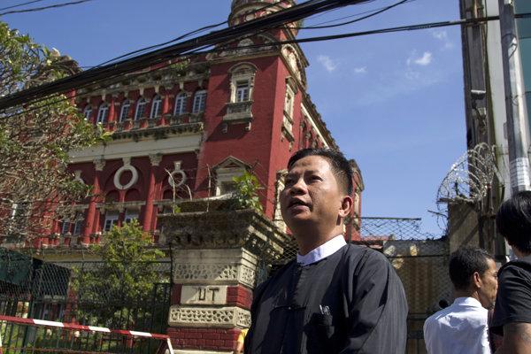 Novinárov zatkli 12. decembra 2017 v Rangúne.
