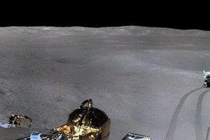 Čínsky lander Chang'e-4 zaslal na Zem panoramatický záber z dovrátenej strany Mesiaca.