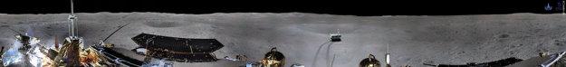 Lander Chang'e-4 zaslal na Zem panoramatický záber z odvrátenej strany Mesiaca.