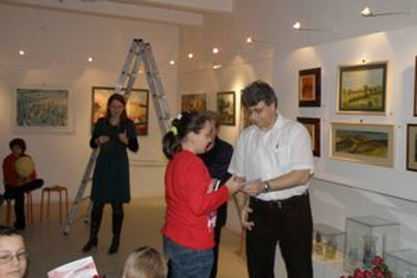 Súčasťou vernisáže bolo aj oceňovanie malých výtvarníkov.
