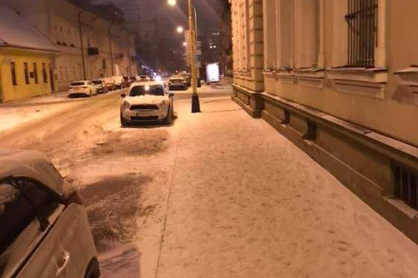 Jadrom sporu samosprávy a Kositu boli neodpratané chodníky v Starom Meste.