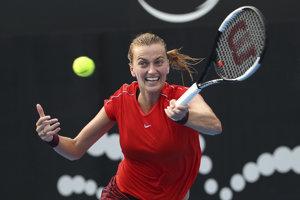 Petra Kvitová vo finále turnaja WTA v Sydney proti Austrálčanke Ashleigh Bartyovej.