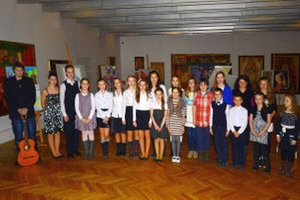 Časť účinkujúcich zo Súkromnej základnej umeleckej školy Ružomberského katolíckeho kruhu.