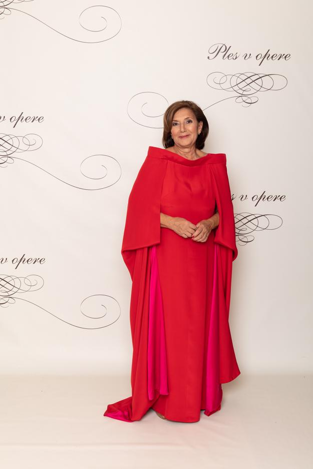 Zuzana Sternová, riaditeľka Technického a skúšobného ústavu stavebného vo výraznej červenej róbe