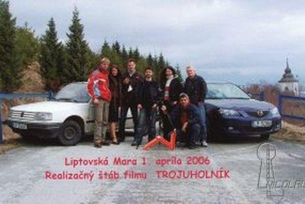 Realizačný tím filmu Trojuholník, ktorý Nicolausáci nakrútili v roku 2006.