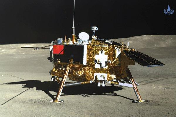 Na palube čínskej sondy sa podarilo vypestovať prvú rastlinu na inom vesmírnom telese.