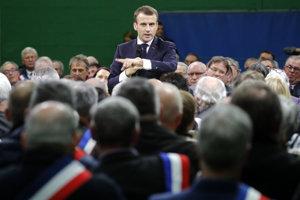 Emmanuel Macron oficiálne otvoril celonárodnú diskusiu.