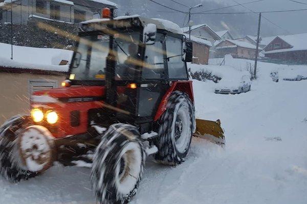 Obecný traktor sa vo Švošove nezastavil.