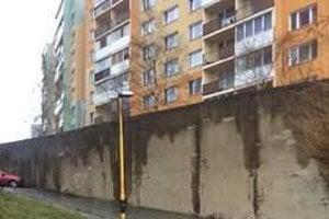 Múr na Bielocerkevskej ulici má statické problémy.