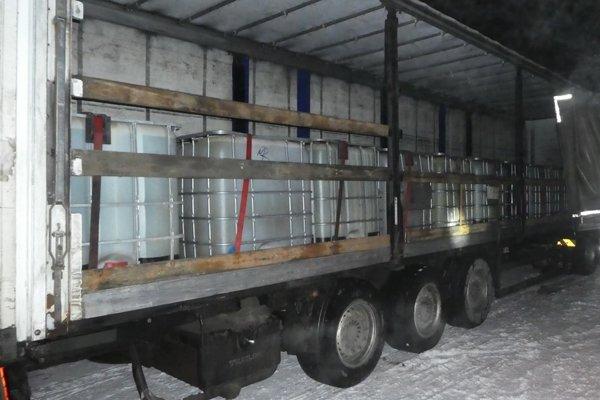 Nafta objavená v návese kamióna.