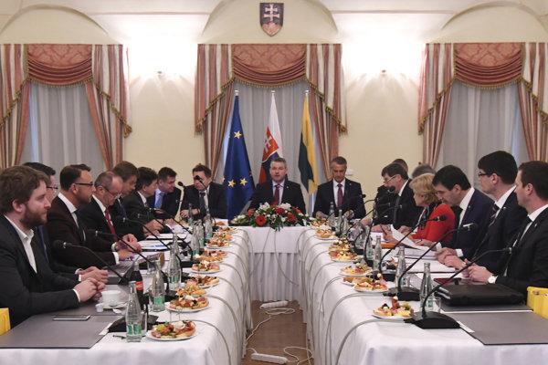 Atmosféra počas výjazdového rokovania 135. schôdze vlády SR v Snine.