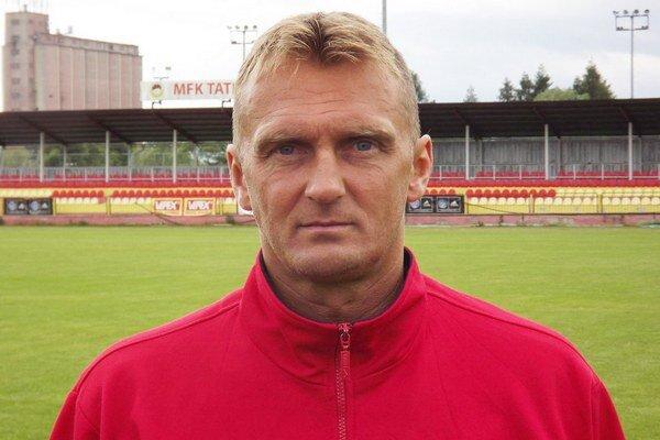 Karol Praženica pôsobil v Hajduku Split, v Slávii Praha, v Dukle Praha, v Českých Budejoviciach, v Šoprone, v Košiciach či v Banskej Bystrici.