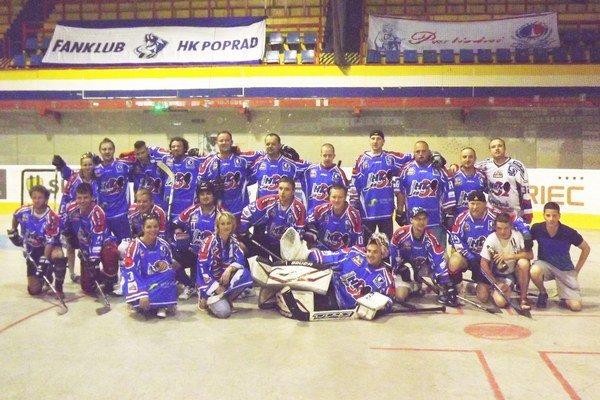 Fanklub MHK 32 Liptovský Mikuláš. Na turnaji v Martine skončil spomedzi dvanástich tímov na peknom šiestom mieste.