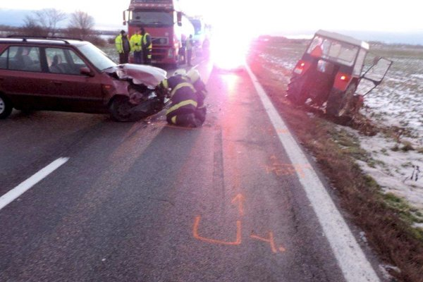 Nehoda medzi Veľkým Ďurom a Kalnou nad Hronom.