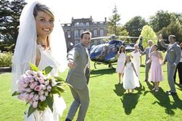 Snúbenci si na svadbu vyberajú čoraz netradičnejšie miesta. Ale kňazi ich zosobášia iba v kostole.