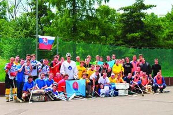 Mladí matičiari zápolili medzi sebou na turnaji v hokejbale.