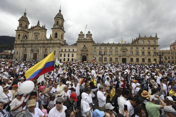 Ľudia pochodovali k Bolívarovmu námestiu.