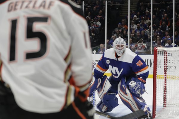 Robin Lehner (vpravo) sa stal prvou hviezdou týždňa v NHL.