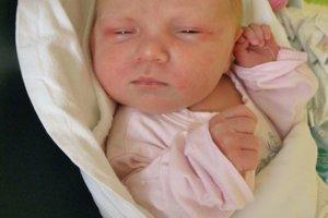 Simonka Pavúčková (3060 g a 49 cm) sa narodila 1. januára Lenke a Ivanovi z Lednických Rovní.  radosť má aj brat Adam.