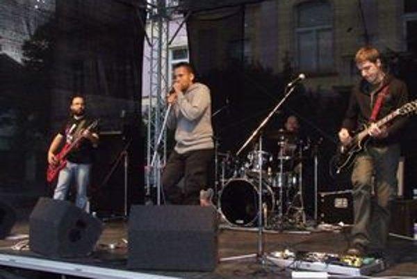 Bratislavská skupina October U2 Revival na námestí v Liptovskom Mikuláši.