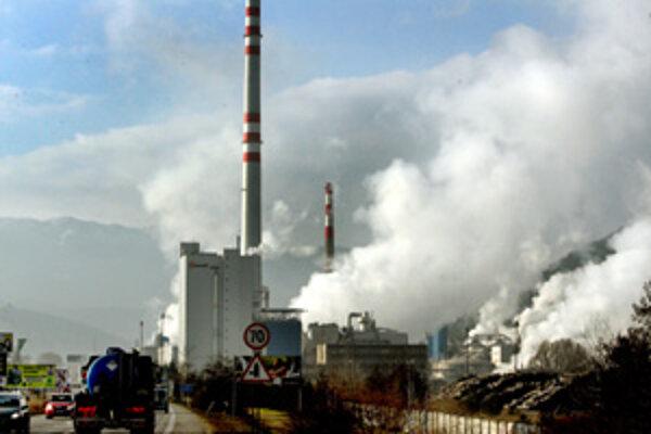Výmenu živičného povrchu na ceste I/18 v intraviláne Ružomberka by malo dôjsť k zníženiu znečistenia cestného povrchu otrasmi z automobilov.