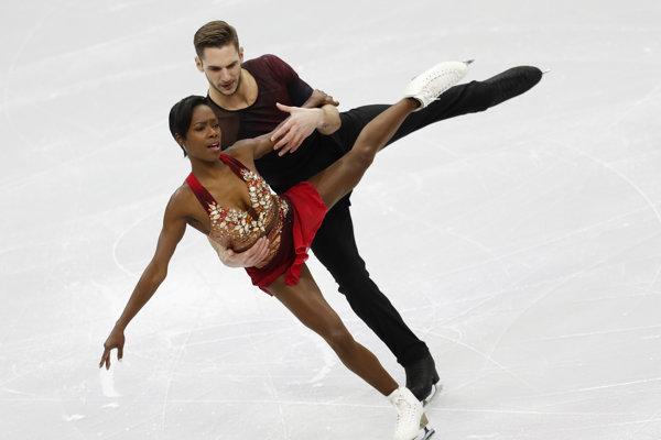 Vanessa Jamesová a Morgan Ciprés v krátkom programe súťaže dvojíc na majstrovstvách Európy v krasokorčuľovaní v bieloruskom Minsku 23. januára 2019.