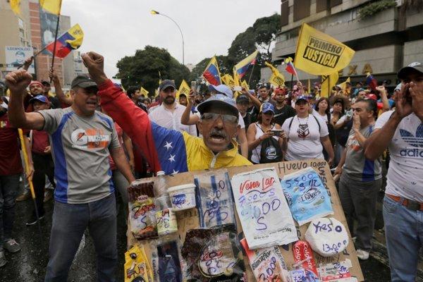 Ľudia vo Venezuele protestovali.