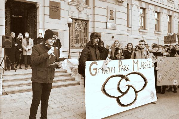 December 2018. Protest šudentov Gymnázia Park mládeže pred sídlom župy vKošiciach. (ZDROJ: KORZÁR/MH)