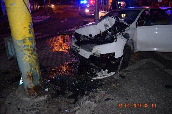 Takto to dopadne, keď sa vodič nevenuje riadeniu vozidla.