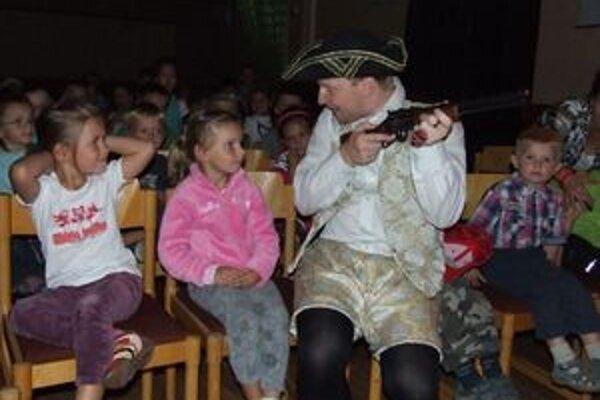 Účinkujúci z divadla Clipperton zapojili do hry aj vnímavé publikum.