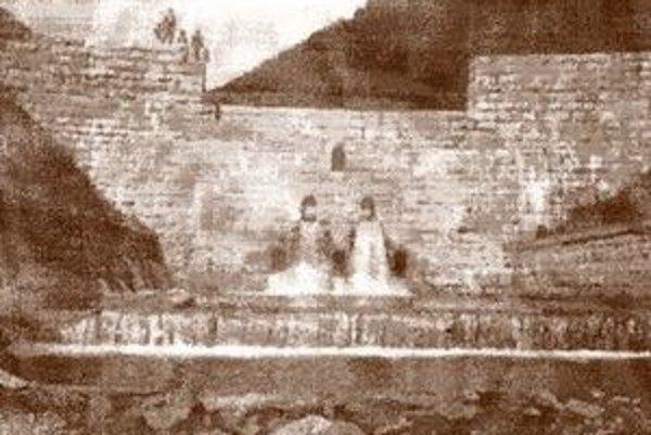 Historická fotografia hate tajchu.