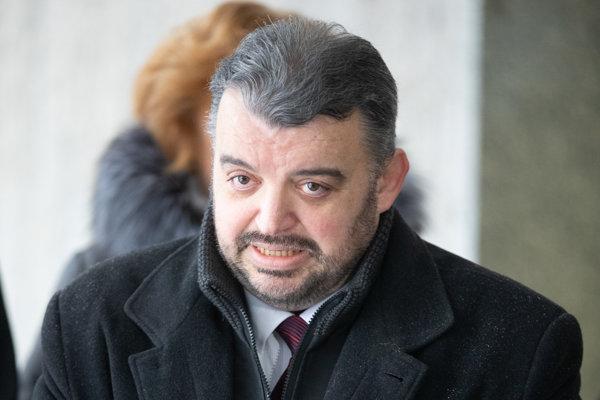 Eduard Chmelár počas brífingu pri príležitosti odovzdania petičných hárkov s podpismi občanov potrebných ku kandidatúre na post prezidenta SR v Národnej rade Slovenskej republiky.