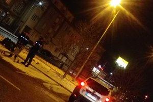 Zákazník privolal k mužovi mestskú políciu.